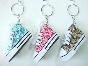 SNEAKER KEY CHAIN - GLITTER HEART