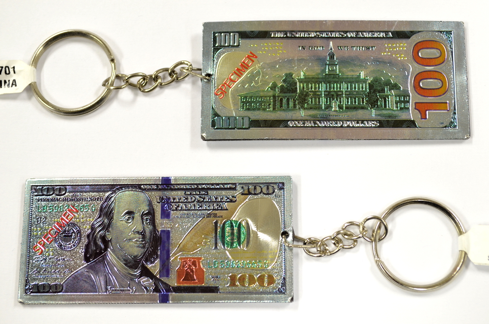 $100 DOLLAR KEY CHAIN , SIZE: 1.5